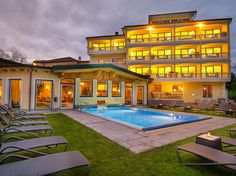 Country Hotel, Austria, Places To Go, Relax, Romantic, Restaurant, Mansions, House Styles, Travel