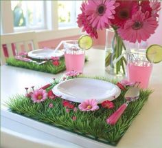 Grass tile as a placemat for a fairy party :-)