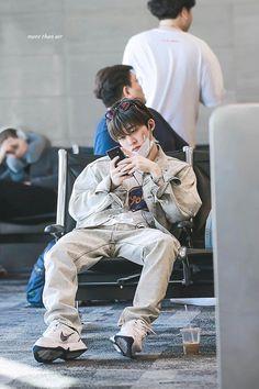 Hanbin Kim Hanbin Ikon, Ikon Kpop, Airport Fashion Kpop, Kpop Fashion, Bobby, Ikon Leader, Ikon Debut, Ikon Wallpaper, Fandom