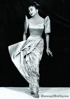 1956 Miss Philippines Edith Nakpil wears an original 'Salvacion Lim-Higgins' creation. Philippines Outfit, Miss Philippines, Philippines Fashion, Philippines Culture, Modern Filipiniana Dress, Filipino Fashion, Philippine Women, Filipino Culture, Filipina Beauty