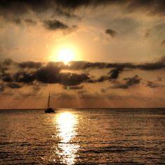 Navegando hacia el amanecer