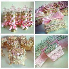 #mulpix Fiquei apaixonada ❤️ por essas lembrancinhas personalizadas para uma festa com o tema Realeza 👑 de @luxinhos_personalizados  São Tubetes, portas jóias e caixinhas de acrílico enfeitadas de pérolas, fitas e amor ❤️ A @luxinhos_personalizados envia para todo o Brasil  Orçamentos pelo Email: luxinhos_personalizados@outlook.com WhatsApp:(22)99612-6854  Sigam e conheçam @luxinhos_personalizados   #garimpandolembrancas  #festarealeza  #lembrancadefesta  #lembrancinhas…