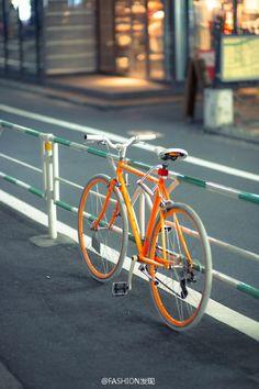 fixie Manila - Love this one! Velo Vintage, Vintage Bicycles, Cool Bicycles, Cool Bikes, Bike Photography, Fixed Gear Bike, Bike Style, Bike Art, Motorcycle Bike