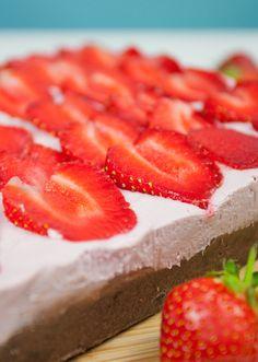 No-Bake Strawberry Cheesecake Brownies - VEGAN
