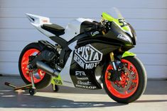 - Brought to you by Smart-e Yamaha R6, Futuristic Design, Valentino Rossi, Sport Bikes, Cars And Motorcycles, Motorbikes, Racing, Crotch Rockets, Vehicles