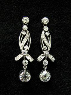 BELLE EPOQUE DIAMOND EARRINGS CIRCA 1915, PLATINUM