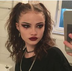 grunge makeup 64 Sexy But Spooky Halloween Makeup Ideas To Try This October Gothic Makeup, Edgy Makeup, Cute Makeup, Pretty Makeup, Makeup Inspo, Makeup Inspiration, Makeup Tips, Hair Makeup, Makeup Ideas