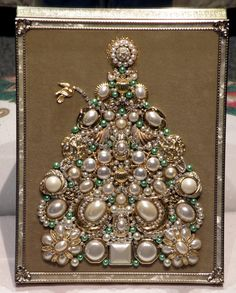 "Sparkling One of a Kind Framed Vintage Jewelry Art Christmas Tree Handcrafted "" Pearls & Green"" Jeweled Christmas Trees, Christmas Tree Art, Christmas Jewelry, Christmas Crafts, Xmas Trees, Christmas Mood, Costume Jewelry Crafts, Vintage Jewelry Crafts, Costume Necklaces"