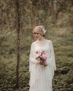 This may just be one of my favourite shoots ever, with some of my favourite NZ vendors!! The incredible Jessica Sim collaborated with Rue de Seine to create this STUNNING shoot and showcase their beautiful gowns. Naomi from Leaf & Honey designed … Conti