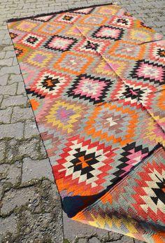 Sukan / Vintage Organic Shine Society Modern Bohemian Throw Kilim Rug - handwoven kilim rug - decorative kilim - large kilim rug. via Etsy.