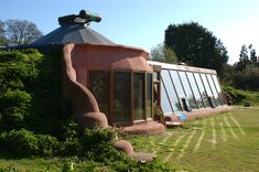 10 Reasons Why EarthShips Are F! Awesome I so hope to own an Earthship in the not too distant future. Natural Building, Green Building, Earthship Home, Earthship Biotecture, Earthship Plans, Earthship Design, Natural Homes, Earth Homes, Sustainable Living