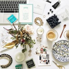 How to flaunt the flat lay, and some of our favorite Instagram users to follow for flat lay inspiration. #blogtips #bloggertips #bloguettes