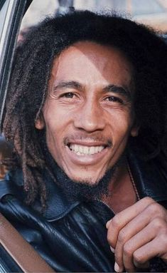 From Manu Morales - Holland 1976 - Bob Marley Bob Marley Legend, Bob Marley Art, Reggae Bob Marley, Bob Marley Quotes, Bob Marley Pictures, Marley Family, Marley And Me, Gta San Andreas, Disney Sleeve