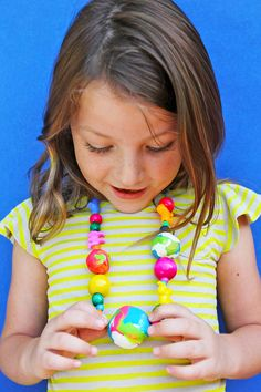 Polymer Clay Ideas: GIANT Clay Beads - Babble Dabble Do Creative Activities For Kids, Creative Arts And Crafts, Easy Crafts For Kids, Diy For Kids, Kids Fun, Creative Kids, Polymer Beads, Clay Beads, Polymer Clay Jewelry