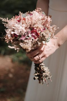 CITA PREVIA: 94 430 08 87 - HORARIO: Lunes-Viernes:10-13,30h y 17,30-20h. SÁBADOS: 10-13,30h. -   DIRECCIÓN: Maidagan 3- GETXO(BIZKAIA),  Metro: BIDEZABAL Email:info@novelle.es REDES SOCIALES:@nove… Crown, Floral, Jewelry, Socialism, Schedule, Quote, Friday, Bouquets, Social Networks