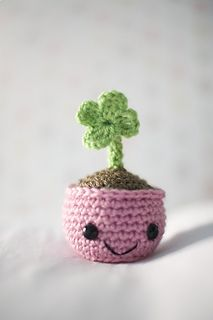 Amigurumi Clover in a pot free crochet pattern - so cute and easy!