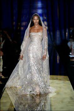 Naomie Campbell au défilé haute couture Elie Saab automne-hiver 2003-2004
