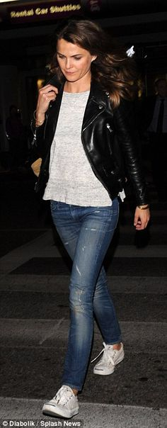 Keri Russell sports a radiant glow as she dresses down at LAX Plaid Outfits, Fall Outfits, Casual Outfits, Cute Outfits, Casual Ootd, Fashion Mode, Skirt Fashion, Fashion Outfits, Emo Fashion