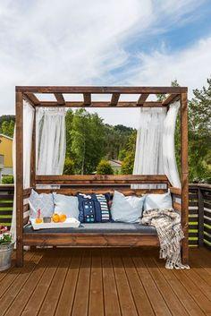 Herlig dagseng for late høst- eller sommerkvelder. Outdoor Beds, Diy Outdoor Furniture, Outdoor Gardens, Outdoor Decor, Garden Structures, Balcony Garden, Pergola, Lounge, Exterior