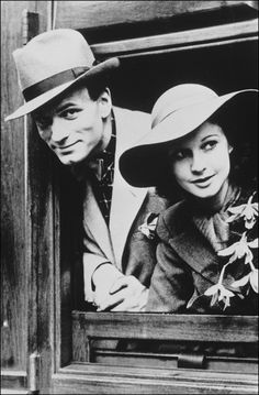 1938:  Glamour couple Laurence Olivier and Vivien Leigh