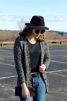 Black crop top, black cardigan, jeans, black fedora and clutch outfit