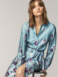 Women´s New In at Massimo Dutti online. Enter now and view our Spring summer 2017 New In collection. Space Fashion, Mode Editorials, Floral Print Shirt, The Dress, Fashion Outfits, Womens Fashion, Casual Looks, Editorial Fashion, Skirts
