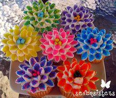 Seven Sisters: Lulu's Sizzlin' Saturday... Flower Power Cupcakes