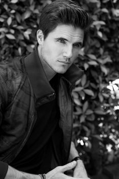 Set 013 - 011 - Robbie Amell Fan Photo Gallery   Robie Amell, Gorgeous Men, Most Beautiful Man, Soprano, Colin O'donoghue, Daniel Radcliffe, Stephen Amell, Actors & Actresses, Hot Actors