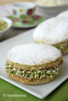 Deliziose al pistacchio Italian Cookies, Italian Desserts, Just Desserts, Italian Recipes, Italian Cake, Cookie Recipes, Dessert Recipes, Biscotti Cookies, Pistachio Cookies