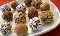 Homemade chocolate truffles are deceptively easy to make, yet are an impressive food gift or dinner party presentation. We have basic dark chocolate truffles, rum-spiked truffles and loads more. Chocolates, Oreo Truffles, Chocolate Truffles, Frozen Chocolate, Chocolate Delight, Chocolate Brownies, Chocolate Covered, Chocolate Chips, Desert Recipes