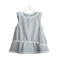 TOP DIESEL KID Top per bambina della Diesel Kid con una finitura assimetrica in morbido tessuto di cotone di colore grigio con effetto slavato, taglio svasato, senza maniche, orlo plissettato, scollo rotondo ed elastico in vita. Top Diesel Kid per la vita di tutti i giorni, indossabile da solo oppure sopra una camicia o una T-shirt nelle giornate più fresche. #diesel #dieselkid #top #magliette #abiti #vestiti #bimbe #bambina #ragazze #girl #kid #junior #teen #child #children #abbigliamento