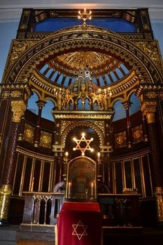 ONE OF THE MOST BEAUTIFUL JEWISH ALTARS IN THE WORLD IS IN KOVNO (KAUNAS), LITHUANIA