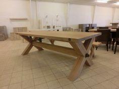 Massief eiken tafel met tussenbalk, zware tafel!