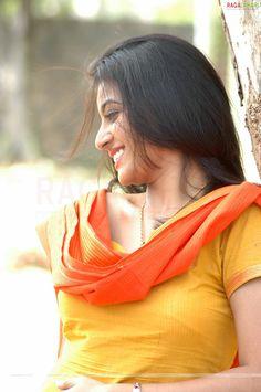 Beauty Full Girl, Beauty Women, Most Beautiful Bollywood Actress, Stylish Girl Images, Beautiful Girl Indian, Indian Beauty Saree, South Indian Actress, India Beauty, Beautiful Models