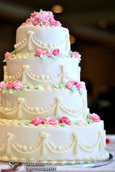Ideas For Wedding Cakes Vintage Retro - Wedding Dresses & Weddings - Retro Wedding Cakes, Purple Wedding Cakes, Beautiful Wedding Cakes, Wedding Cake Designs, Wedding Cake Toppers, Gold Wedding, Retro Weddings, Wedding Cupcakes, Beautiful Cupcakes
