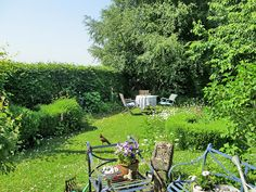 manoswelt: 12tel blick im juni - bloglovin Outdoor Furniture Sets, Outdoor Decor, Plants, Home Decor, Work Desk, Decoration Home, Room Decor, Plant, Home Interior Design