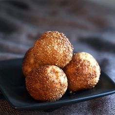 Fried Sesame Balls with a delicious Banana Filling, gluten-free