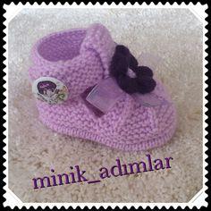 Patiklerim.... Booties Crochet, Crochet Baby Shoes, Crochet Baby Booties, Crochet Hats, Knitting For Kids, Baby Knitting, Crochet Baby Sweaters, Knit Edge, Crochet Bebe