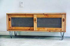 «Raphaël, ébéniste et créateur de meubles a fabriqué ce superbe meuble tv avec nos pieds en épingle de 20cm à 3 branches  #interiordesign #design…»