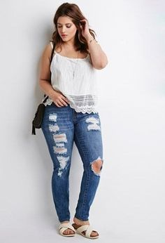 White top - distressed denim jeans and slip on footbed sandals casual curvy fashion, curvy Curvy Fashion Plus Size, Plus Size Summer Fashion, Curvy Girl Fashion, Outfits Plus Size, Curvy Outfits, Mode Outfits, Fashion Outfits, Jeans Fashion, Curvy Clothes