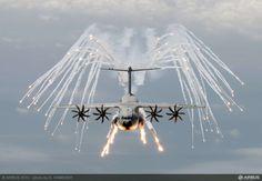 2.bp.blogspot.com -LxAV_O4cnNs UcAKPjC80kI AAAAAAAAGLA q5BUlD1Jz08 s1600 A400M+flares_.jpg