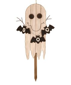 Bring a spookily sweet touch to décor with this charming stake boasting a durable iron design to lend country-chic appeal to your Halloween décor.