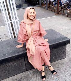 Pinned via – – Hijab Fashion 2020 Islamic Fashion, Muslim Fashion, Modest Fashion, Fashion Outfits, Hijab Fashion Summer, Hijab Fashionista, Modest Wear, Modest Dresses, Modest Outfits Muslim