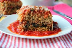 Here's a delicious and simple take on spaghetti casserole. Vegetarian Spaghetti, Vegan Vegetarian, Spaghetti Casserole, Recipes With Few Ingredients, Nom Nom, Cabbage, Glow, Healthy Recipes, Vegetables