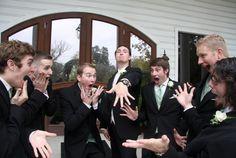 20 graciosas imágenes de padrinos que se robaron la boda!