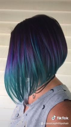 Short bob hairstyle with an epic vivid haircolor application. [Video] Short bob hairstyle with an epic vivid haircolor application. Turquoise Hair, Teal Hair, Hair Color Purple, Joico Hair Color, Purple Bob, Violet Hair Colors, Ombre Colour, Blue Bob, Teal Blue