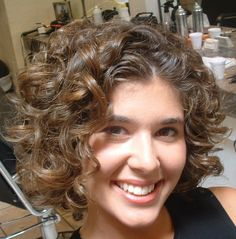 BIG CURLY HAIR STYLE | http://pinkyhasabrain.com/big-curly-hair-style/