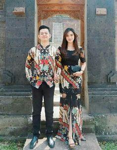 Sarimbit batik Source by ambarybatik dress Kebaya Hijab, Batik Kebaya, Kebaya Dress, Dress Pesta, Kebaya Brokat, Model Kebaya Modern, Kebaya Modern Dress, Model Dress Batik, Batik Dress