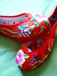 chinese wedding shoes - these are so amazing and would look amazing with white