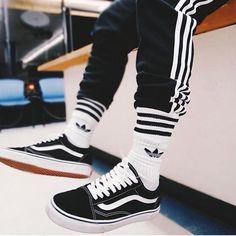 Vans Old Skool Black & White Sneakers Mode, Vans Sneakers, Sneakers Fashion, Sneaker Outfits, Mode Outfits, Casual Outfits, Fashion Outfits, Men Street, Street Wear